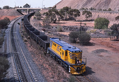 More empties for the mine (Bingley Hall) Tags: transport train transportation rail railway railroad trainspotting locomotive engine australia nsw newsouthwales brokenhill alco aegoodwin silvertontramway