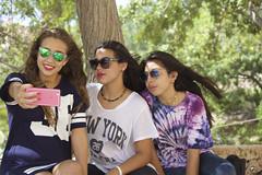iFoto. (elojeador) Tags: elena ele alejandra ale jandri adriana adri chicas selfie foto iphone gafas tronco rbol tro sinpalo elojeador