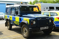 EU08 LDN (S11 AUN) Tags: essex police land rover defender 110 stansted airport policing team incident response patrol traffic car rpu roads unit 999 emergency vehicle eu08ldn