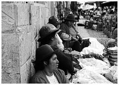Pisaq, Cusco - Per. (Peripecias.) Tags: mujer mujeres pisac pisaq pueblo cholas feria cusco per