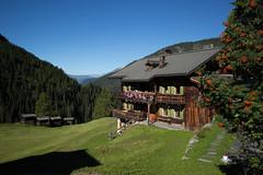 living in Davos-Monstein (Toni_V) Tags: m2400923 rangefinder messsucher leicam mp typ240 28mm elmaritm davosmonstein monstein walserweg graubnden grisons grischun switzerland schweiz suisse svizzera svizra europe alps alpen toniv 2016 160825