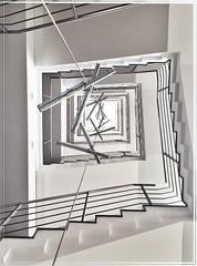 Hier geht's nach oben (alte_petze) Tags: colourbash college black white life architektur beautiful wow fluchtpunkt fckpgda bln mitte stairs treppen stereophonie treppenhaus treffpunkt berlin