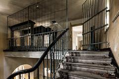 Das Haus der Offiziere - Garderobe hinter Gittern (ho4587@ymail.com) Tags: hausderoffiziere verlassen abandoned kaputt zerstrt urbex gebude licht fenster treppe stufen stairs tr gitter gerderobe