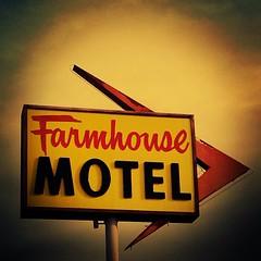 Farmhouse Motel (iamzardoz22) Tags: signs vintage neon motel buellton oldsign vintagesigns vintageneon motelsigns vintagemotelsigns