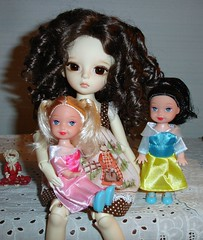 Livvy and the Princesses (Ayla160 >^..^<) Tags: fashion ball doll rebecca little small formal barbie curls curly bubble lil livia kelly bjd clone snowwhite sleepingbeauty princesses monique livvy knockoff jointed fakie yosd dollndoll