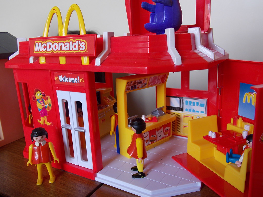 The world 39 s newest photos of playmobil and starbucks for Casa moderna de playmobil