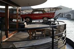 Porte-Voiture / Car Carrier (Yann Le Biannic) Tags: seine voiture pniche quai insolite amphicar amphibie