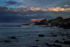 Cae la tarde..... y las gaviotas buscan roca, para pasar la noche. (Geli-L) Tags: asturias playa lacaridad elfranco cambaredo mygearandme mygearandmepremium