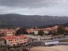Llanes (Amolcua) Tags: espaa costa mountain wall coast pueblo asturias playa montaa muralla llanes sanpedro elsabln physicalgeography humangeography geografahumana sierradecuera geografafsica