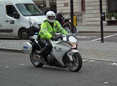 Met Police SEG (kenjonbro) Tags: uk england white westminster honda trafalgarsquare convoy charingcross escort themall sw1 worldcars specialescortgroup kenjonbro fujifilmfinepixhs10 vfr100