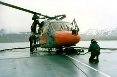 Lynx 434 (thulobaba) Tags: chopper helicopter southgeorgia load endurance westland lynx heli rn hms 434 royalnavy helideck underslung