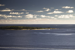 Punta del Este as seen from high up in Playa Mansa | 130327-9095-jikatu (jikatu) Tags: ocean sea sky cloud beach canon uruguay playa atlantic cielo punta nube 2304 maldonado puntadeleste riodelaplata lejardin playamansa canon5dmkii jikatu