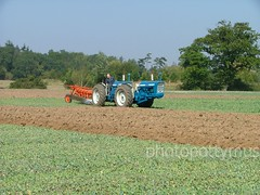 Doe 150 ploughing (photopottymus) Tags: tractor ford soil dirt twinengine maldon fourwheeldrive furrow medriver doeplough