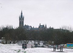 (thismaudlincareer) Tags: winter snow scotland university glasgow analogue praktica kelvingrove glasgowuniversity kelvingrovepark universityofglasgow prakticaltl paradies400