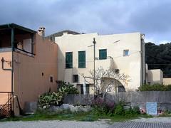 Le stranezze di Varigotti (fotomie2009) Tags: houses italy riviera italia liguria case finale spiaggia ligure sulla varigotti ponente