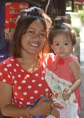 mother and daughter (the foreign photographer - ) Tags: jul242016nikon mother daughter khlong thanon portraits bangkhen bangkok thailand nikon d3200