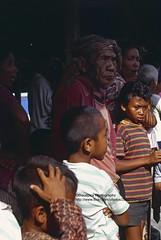 Bali, Padang Bai, Temple festival, cockfight spectators (blauepics) Tags: indonesien indonesia indonesian indonesische bali island padang bai hindu religion temple tempel festival fest tempelfest people leute men mnner cockfight hahnenkampf animal tier fight kampf locals einheimische zuschauer spectators boy junge