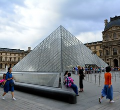 Coming and Going (tokyobogue) Tags: paris louvre france museedulouvre museum art gallery pyramid entrance nikon d7100 nikond7100