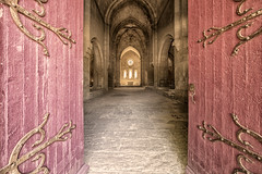 Abbey of Silvacane (17619) (Danilo Antonini (Pescarese)) Tags: provenza2016 tourism touristdestination touristattraction turismo touring daniloantoniniphotographer pescarese francia france provenza provence vacanza holiday abbazia abbaziadisilvacane abbaye interno metaturistica attrazioneturistica architettura architecture cistercense architetturaromanica monastero chiesa church manfrotto stand tripod atmosfera fascino mistero travel romanesquestyle interior atmosphere charm mystery suggestiva suggestione capolavoro arte suggestive evocative masterpiece art gita weekend iglesia abbey storia silenzio pace peace abbayedesilvacane abbaziacistercense laroquedanthron architetturacistercense regoladisanbenedetto architetturaromanicafrancese austera lachiesaabbaziale portone porta ingresso door mainentrance entrance