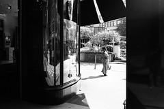 nowhere (gato-gato-gato) Tags: 35mm asph ch iso400 ilford leica leicamp leicasummiluxm35mmf14 mp mechanicalperfection messsucher schweiz strasse street streetphotographer streetphotography streettogs suisse summilux svizzera switzerland wetzlar zueri zuerich zurigo zrich analog analogphotography aspherical believeinfilm black classic film filmisnotdead filmphotography flickr gatogatogato gatogatogatoch homedeveloped manual rangefinder streetphoto streetpic tobiasgaulkech white wwwgatogatogatoch zrich leicam6 m6 manualfocus manuellerfokus manualmode schwarz weiss bw blanco negro monochrom monochrome blanc noir strase onthestreets mensch person human pedestrian fussgnger fusgnger passant