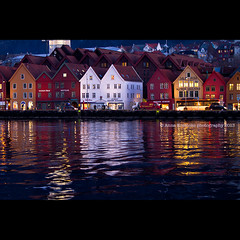 bergen-brygga (stella-mia) Tags: houses reflection norway colorful bergen bryggen hordaland 70200mm colorfulhouses canon7d canon5dmkii annakrmcke