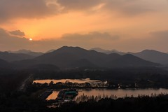 Sunset at West Lake Cultural Landscape of Hangzhou (UNESCO World Heritage Site) (Maria_Globetrotter) Tags: heritage song capital best unescoworldheritagesite unesco worldheritagesite marco polo unescoworldheritage xihu worldheritage weltkulturerbe whs patrimonio worldheritagelist welterbe sjn sdra kulturerbe patrimoniodelahumanidad vstra heritagesite unescowhs patrimoinemondial dynastin werelderfgoed vrldsarv  heritagelist werelderfgoedlijst huvudstad tehus     zheijang
