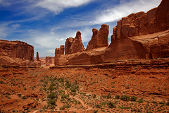 Park Avenue (Rozanne Hakala) Tags: park usa southwest tourism nature landscape outdoors utah ut sandstone rocks skyscrapers desert towers scenic arches canyon tourists erosion trail redrocks moab geology archesnationalpark archesnp fins rockformations parkavenue coloradoplateau entradasandstone balancedrocks courthousetowers canyonfloor rozannehakala