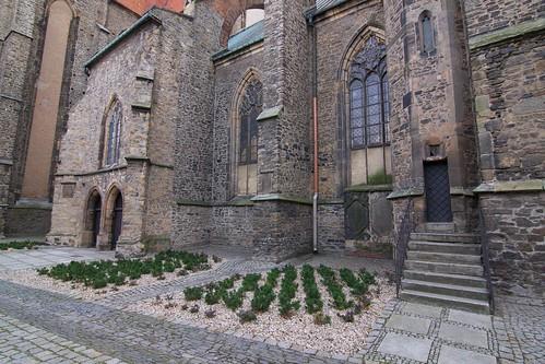 Fragment północnej elewacji kościoła śś. Piotra i Pawła w Strzegomiu