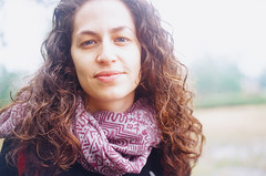 Naomi (Choollus) Tags: china travel portrait cloud travelling green film nature girl beautiful smile fog analog river li asia chica kodak guilin retrato blueeyes fiume natura curly naomi fille ritratto yashica viaggio israeli cina viajar ragazza yangshou guanxi viajo xingping viaggiare