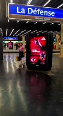 2016-09-02  Le cimetire des Elphants (Eddy Mitchell). (Robert - Photo du Jour) Tags: septembre 2016 aufildutemps lecimetiredeselphants eddymitchell dfense rer station chaussure coupdepied adidas rouge ladfense voyagesouterrain