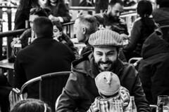 Las sonrisas mas sinceras (Nebelkuss) Tags: madrid callejeras street malasaa bw blancoynegro blackandwhite elzoohumano thehumanzoo instantes instant instantsthieve momentos moment ladrondemomentos fujixt1 nikon85f20 nikonaisprime