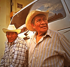Doble retrato oaxaqueo (Harry Szpilmann) Tags: oaxaca streetphotography mexico people portrait sombrero retrato mexicano mexique