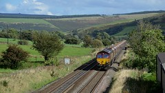 66100 heads west along the Vale of Edale with the 4M11 Washwood Heath to Peak Forest, 29th Sept 2016. (Dave Wragg) Tags: 66100 class66 dbschenker ews 4m11 edale valeofedale hopevalleyline loco locomotive railway
