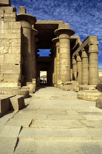 "Ägypten 1999 (419) Theben-West: Ramesseum • <a style=""font-size:0.8em;"" href=""http://www.flickr.com/photos/69570948@N04/29600815696/"" target=""_blank"">View on Flickr</a>"