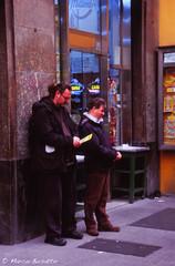 Milano, gratta gratta... (Marco Busatto Photographer) Tags: italy como 35mm lomo colore minolta toycamera asa lombardia analogica diapositiva viatorino pellicola fujivelvia100 minolta7000 grattaevinci fotografiaanalogicaitalia lomoitalia peppole marcobusatto toycamerait