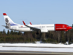 LN-NOI.Boeing 737-86N (Vidar Ringstad,Skedsmo) Tags: blue trees winter shadow red sun white snow cold green sol sunshine norway plane canon airplane eos norge fly frozen inflight vinter google europa europe flickr frost norwegen himmel bluesky images norwegian landing airline 7d boeing scandinavia rd bjorn bjrn airliners osl gardermoen sn ankomst planepics bl trr vidar grnn solskinn 737800 skygge skandinavia rdt grnt kaldt hvit engm flyspotting planespotters vollen 19r frossen norwegianairshuttle kjos ringstad flightspotting sameyde flybilde flightspotter lnnoi flyspotter arriwal innflyving