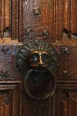 Cappenberg, Westfalen, Stiftskirche, north door, detail (groenling) Tags: door wood bronze germany de deutschland panel pipe lion carving ring organ nrw holz tr doorknocker woodcarving orgel pfeife lwe westfalen stiftskirche nordrhein cappenberg linenfold faltwerk trzieher mmiia