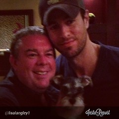 @enriqueiglesias little dinner party with @elvisduranshow @froggyradio and @lisalangley1 (India Want Enrique) Tags: dinner square miami squareformat enrique iglesias froggy elvisduran iphoneography instagramapp uploaded:by=instagram mxelvisduran indiawantenrique