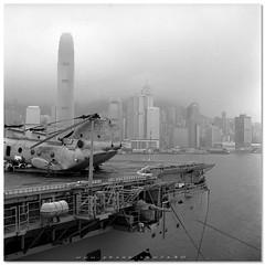 USS Peleliu LHA5 (cHoIminG) Tags: bw hk 120 6x6 tlr rolleiflex square hongkong ch46 peleliu gp3 ch46seaknight lha5 usspeleliulha5