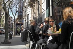 late lunch (omoo) Tags: newyorkcity girls restaurant cafe blondes westvillage streetscene bistro sidewalk brunch scaffold prettygirls latelunch greenwichvillage girlsandboys sidewalkcafe outdoorcafe frenchbistro tartines dscn0182 west4thandwest11thstreets west4thlookingtowardsbankstreet