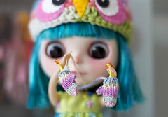 ~ Happy Wubba Chiken Wednesday ~ (Mari Assmann) Tags: chicken closeup doll fringe frankie plastic blythe   boneca bangs custom sg takara jouet 50mmf14 2010 mueca plstico poupe  rbl takaratomy buttonarcade liccabody neoblythe fantasyhair theenchantedpumpkin googoojue kyleruth simplyguava  alinecoutinho canont3i wubbachiken wubbachikenwednesday