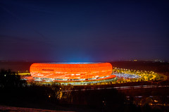 Allianz Arena - Champions League (hjuengst) Tags: longexposure red rot night munich mnchen football nightshot stadium soccer 40 bluehour blau stadion fcbarcelona allianzarena langzeitbelichtung fcbayern blauestunde fusball fussballstadion halbfinale rotrossorougerood nikond7000hdr