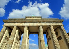 Brandenburg Gate (Luiz Felipe Castro) Tags: door berlin monument germany deutschland gate europe european symbol porto landmark german porta tor brandenburg alemanha icone brandemburgo