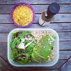 25η μέρα, μεσημεριανό: κόκκινη φακή, ανάμεικτη σαλάτα, αβοκάντο, καστανό ρύζι. #natachef #diet #dietry #instadiet #instafood #food #foodie #healthy