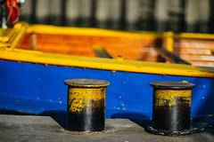 Shabby? Ne, chic! (FriendFisherman) Tags: color yellow port boot boat dc nikon df ship colours harbour hamburg gelb tau blau hafen farben 135mm poller f20 135dc nikondf