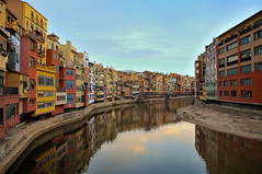 Girona, my beautiful city! (Jordi sureda) Tags: girona catalunya reflection reflexe riuonyar jordisureda colors colorful water cases houses aigua azul sky light paz llum composition