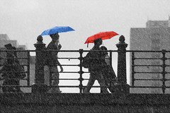 flickr (Wackelaugen) Tags: berlin germany bridge rain umbrella blue red sc selectivecoloring coloring spree canon eos photo photography wackelaugen googlies people street