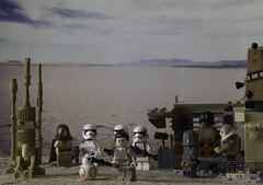 There's The Droid You're Looking For! (LegoLee) Tags: lego bradbury rey bb8 jakku droid desert sand minifig minifigure toy battledroid clonewar starwars unkarplutt