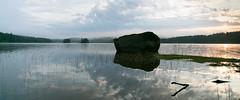 Fels im See (lippold.tobias) Tags: schweden see fels nebel inseln sonnenaufgang wasser himmel wolken natur