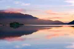 Return to the island (SimonLea2012) Tags: uk adventure swallowsandamazons explore peace tranquility silent still holiday early goldenhour dawn sunrise lakedistrict mountain mist water england lake light island